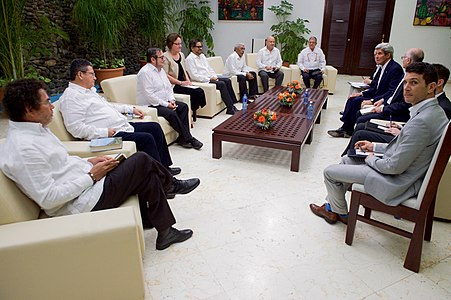 Secretary Kerry Meets With FARC Leaders in Havana, Cuba (25946593236).jpg