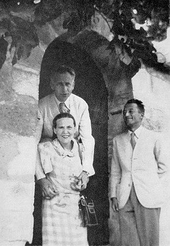Луи Арагон и Эльза Триоле вгостях у Пьера Сегера. Вильнёв-лез-Авиньон, 1942