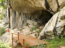 Shpella e zeze - Pellumbas.jpg