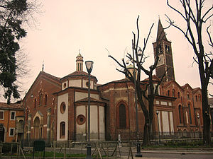Side view of Saint Eustorgius Church in Milan.jpg