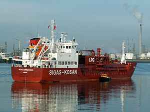 Sigas Commander at the Calland canal, Port of Rotterdam, Holland.jpg