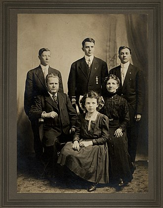 Reuben G. Soderstrom - The Soderstrom family, 1904. Standing (from left): Paul, Reuben, and Lafe. Seated: John, Olga, and Anna.