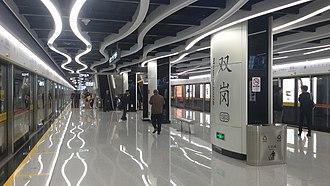 Shuanggang station (Guangzhou Metro) - Image: Soeng Gong Zaam Platform