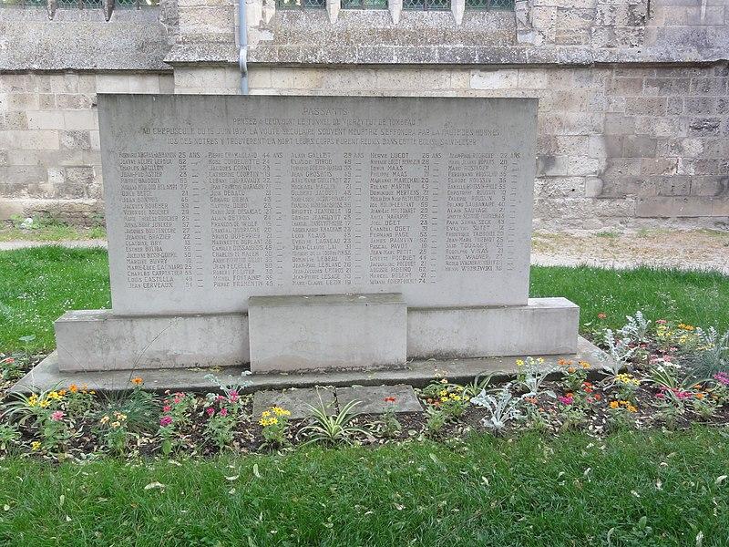 Soissons, mémorial de l'accident du tunnel de Vierzy. Monument en souvenir des victimes de l'effondrement du tunnel survenu le 16 juin 1972. Ce monument se trouve à côté de l'église Saint-Léger de Soissons.