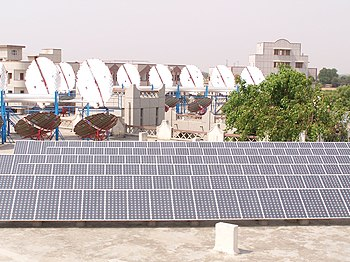 English: Solar power plant at Om Shanti Retrea...