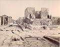 Sommer, Giorgio (1834-1914) - n. 1207 - Pompei tempio della Fortuna.jpg