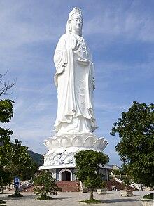 67 m hohe Bodhisattva-Statue auf der Halbinsel Son Tra
