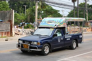 English: Songthaew on Jomtien Beach Road, Patt...