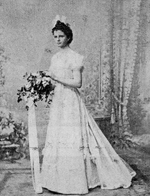 Débutante dress - A Brisbane Debutante in 1900