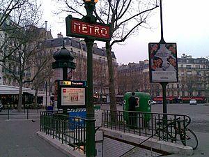 Trocadéro (Paris Métro) - Image: Station metro paris totem