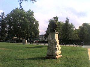 Parco del Valentino - Image: Statua cesare battisti valentino