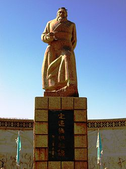 Statue commemorating Ban Chao, Kashgar.jpg