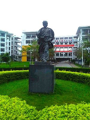 Hua Tuo - Statue of Hua Tuo at Guangdong Medical College in Dongguan