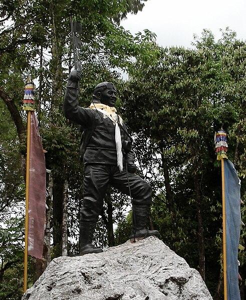 Estatua de Tenzing Norgay en el Instituto de Montañismo del Himalaya