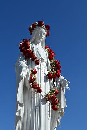 Mater Dei High School (Santa Ana, California) - Statue of Mary in Grotto of Mater Dei High School