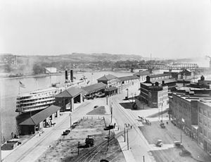 Port of Albany–Rensselaer - Steamboat at Albany in 1921, Dunn Memorial Bridge in distance