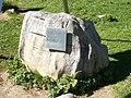 Stein und Tafel beim Mittelpunkt der Schweiz.jpg