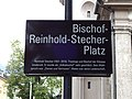Strassenschild Bischof-Reinhold-Stecher-Platz.jpg