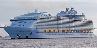 Symphony of the Seas - Image: Symphony Of The Seas (cropped) 02