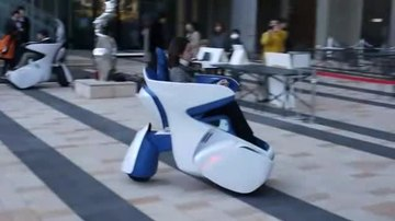 File:TOYOTA's i-REAL personal mobility concept vehicle.ogv