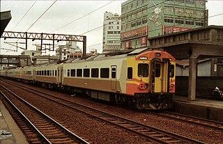 https://upload.wikimedia.org/wikipedia/commons/thumb/d/dd/Taiwan_Railway_Administration_EMU_206_Banqiao_1989.jpg/320px-Taiwan_Railway_Administration_EMU_206_Banqiao_1989.jpg