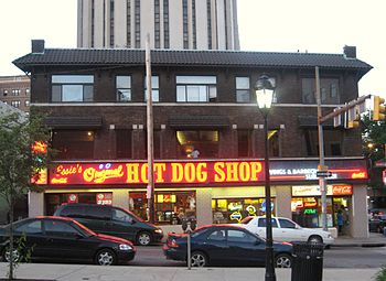 English: The O hot dog shop in the Oakland nei...