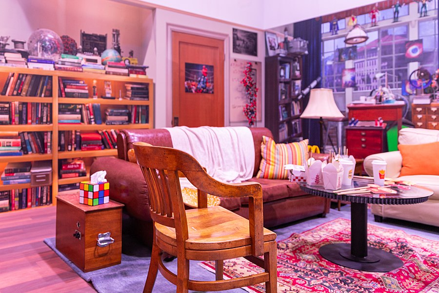 The Big Bang Theory Living Room (48605847622).jpg