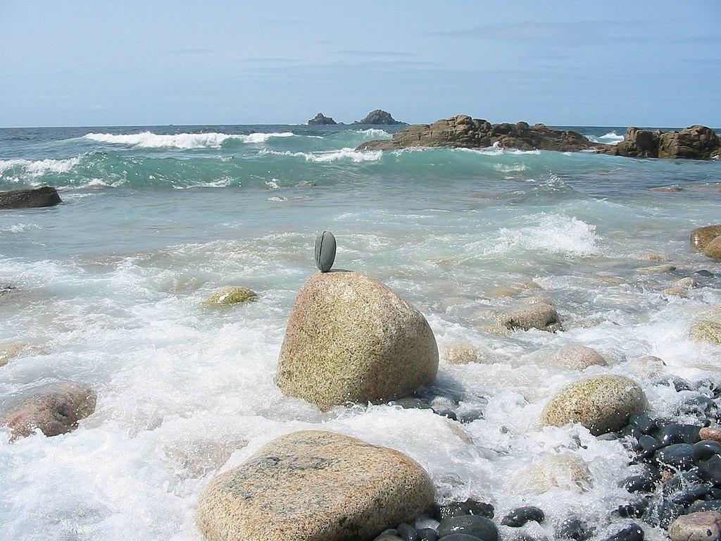 Le rivage rocheux des îles Brisons, près de Nanven en Cornouailles (Royaume-Uni). (définition réelle 1600×1200*)