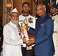 The President, Shri Ram Nath Kovind presenting the Padma Shri Award to Shri Ibrahim. Nabisaheb. Sutar, at the Civil Investiture Ceremony-II, at Rashtrapati Bhavan, in New Delhi on April 02, 2018.jpg