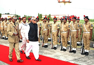 Bhairon Singh Shekhawat - Vice President Shekhawat inspecting guard of honor at Biju Patnaik International Airport