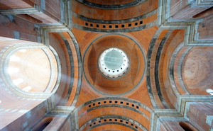 The dome of People's Salvation Cathedral from inside (November, 2019).png