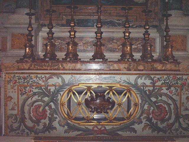 https://upload.wikimedia.org/wikipedia/commons/thumb/d/dd/Tomb_of_pope_Gregorius_I.jpg/640px-Tomb_of_pope_Gregorius_I.jpg