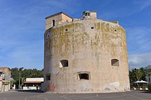 La torre di Marina di Torre Grande, del XVI secolo, fa parte del sistema di torri di avvistamento costiere della costa occidentale sarda.