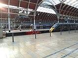 Paddington Bahnhof mit Sonne durch die von Brunel gebauten Bögen