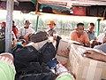 Transport en commun sur le Canal des Pangalanes.jpg