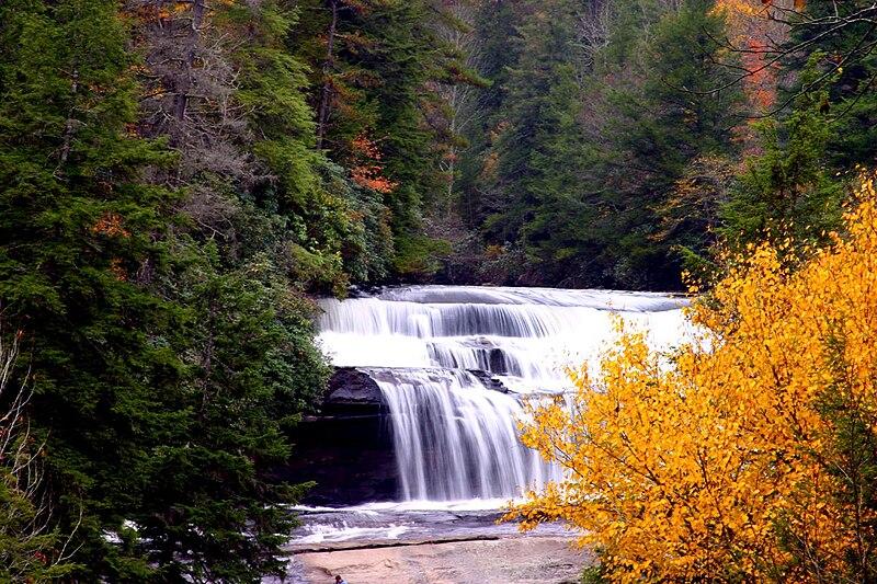FOTOS ESPECTACULARES DE TODO EL MUNDO - Página 2 800px-Triple_Falls_DuPont_State_Forest
