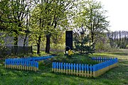 Turychany Turiiskyi Volynska-monument to the countryman-general view.jpg