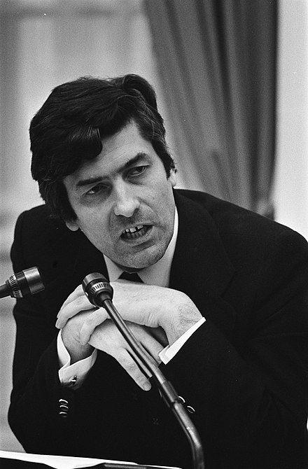 Minister of Economic Affairs Ruud Lubbers during a economical debate in the House of Representatives on 12 December 1974. Tweede Kamer minister Lubbers tijdens behandeling nota Economische Zaken , (ko, Bestanddeelnr 927-6390.jpg