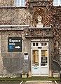 Un buste au-dessus d'une porte dans l'ancien lycée Lamartine (Mâcon).jpg