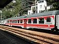 Varenna - stazione ferroviaria - carrozza MDVC livrea Valtellina.jpg