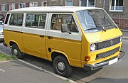 Eski model bir Volkswagen Transporter