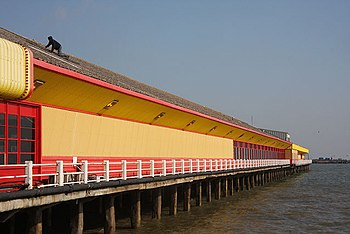 English: Walton-on-the-Naze pier A roofer is w...