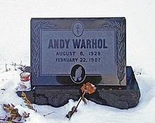 L'attribut alt de cette image est vide, son nom de fichier est 220px-Warhol_grave-LF.jpg.