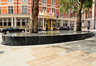 Landscape architecture - Urban design in city squares. Water feature in London, by Tadao Ando who also works with landscapes and gardens