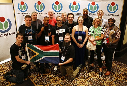 Wikimedia ZA group photograph at Wikimania with Wikipedia co-founder Jimmy Wales and Wikimedia Foundation ED Katherian Maher.