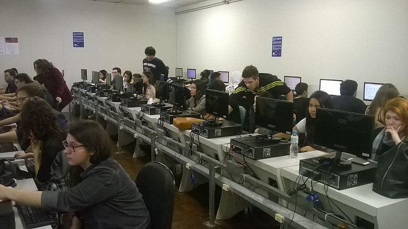 CC-BY-SA from https://commons.wikimedia.org/wiki/File:Wikipedia_editing_workshop_-_Faculdade_C%C3%A1sper_L%C3%ADbero_01.jpg