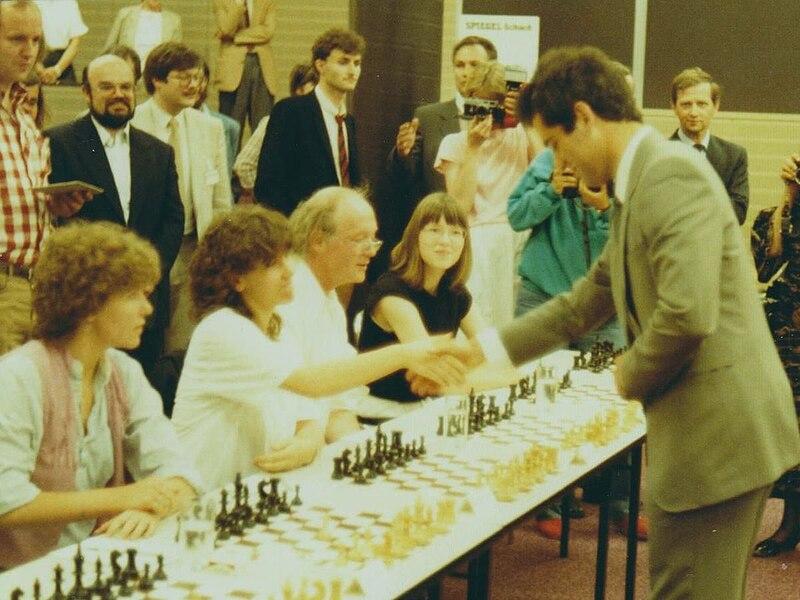 File:Wildgruber,Ulrich Kasparov,Garry 1985 Hamburg.jpg