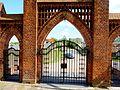 Zabartowa - brama kościoła widok od strony kościoła - panoramio.jpg