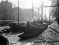Zeilschepen aan de Geldersekade in Amsterdam, Bestanddeelnr 189-0068.jpg