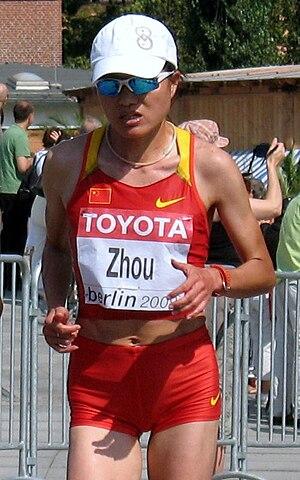 Yangzhou Jianzhen International Half Marathon - Zhou Chunxiu, the 2008 winner and a former women's course record holder.